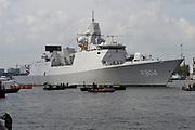 Prins Maurits, beschermheer van Sail Amsterdam, geniet met volle teugen van het maritiem spektakel. Hij voer woensdagmiddag rond 14.15 uur eigenhandig het vlaggenschip, De Clipper Stad Amsterdam van de Sail-In Parade het IJ op. <br /> <br /> Prince Maurice, patron of Sail Amsterdam, thoroughly enjoying the maritime spectacle. He sailed around 14:15 pm Wednesday handedly flagship, The Clipper Stad Amsterdam's Sail-In Parade on the IJ.<br /> <br /> Op de foto / On the photo:  Zr.Ms. De Ruyter