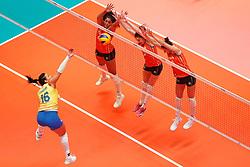 20180531 NED: Volleyball Nations League Netherlands - Brazil, Apeldoorn<br />Tandara Caixeta (16) of Brazil, Celeste Plak (4), Yvon Belien (3), Anne Buijs (11) of The Netherlands <br />©2018-FotoHoogendoorn.nl