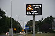 Nederland, Nijmegen, 20-6-2015Dit weekeinde is de oude brug over de waal afgesloten omdat hij wordt aangesloten op de nieuwe verlenging die gebouwd is vanwege de aanleg van de nevengeul.  Binnenkort gaat deze opnieuw gedeeltelijk dicht vanwege groot onderhoud. Via matrixborden worden automobilisten hiervoor gewaarschuwd. Werk in uitvoering.FOTO: FLIP FRANSSEN/ HOLLANDSE HOOGTE