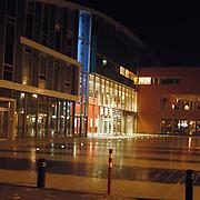 Bibliotheek, bioscoop de Graaf Graaf Wichman Huizen ext nacht