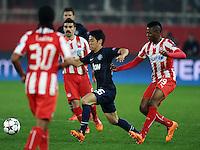 Olympiakos' Michael Olaitan (right) and Manchester United's Shinji Kagawa battle for the ball