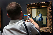 photographing the famous painting Woman Reading A letter by Vermeer in the Rijksmuseum Amsterdam