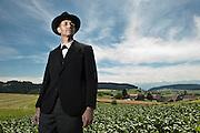 Kurt Rothenbuehler, Gemeindepraesident von Arni, spielt im Freilichttheater den Schulinspektor. © Adrian Moser