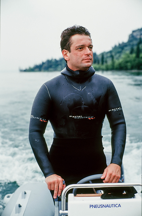 21 MAY 2000 - Garda (VR) - Gianluca Rana, industriale della pasta, a pesca sul lago.