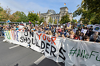 "20 SEP 2019, BERLIN/GERMANY:<br /> Demonstratinnen und Demonstranten mit Transparent ""OUR FUTURE ON YOUR SHOULDERS"", Fridays for Future Demonstration für Massnahmen zur  Begrenzung des Klimawandels, vor dem Reichstagsgebaeude, Scheidemannstrasse <br /> IMAGE: 20190920-01-079<br /> KEYWORDS: Demo, Demonstrant, Protest, Protester, Demonstration, Klima, climate, change, Maedchen, Mädchen, Frauen, Schueler, Schuelerinnen, Schüler, Schülerinnen"