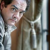 Nederland,Amsterdam ,26 augustus 2008..Philip Kerr (Edinburgh, Schotland 1956) is een van de meest veelzijdige Engelse thrillerschrijvers, die zijn lezers voortdurend verbijstert met zijn meeslepende ideëen, vernuftig en waterdicht van opbouw, boeiend en met een flinke dosis humor verteld..Scottish thriller author Philip Kerr.