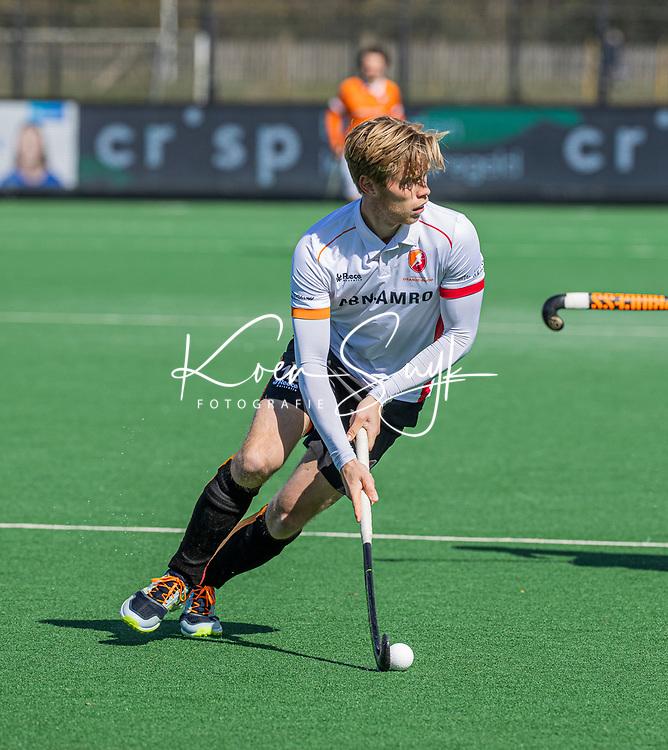 BLOEMENDAAL - Gijs van Merriënboer (Oranje Rood)  tijdens de hoofdklasse hockeywedstrijd heren , Bloemendaal-Oranje Rood  (3-1).  COPYRIGHT  KOEN SUYK