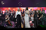 Koningin Maxima met de Grootste Schoolband van Nederland tijdens het Kerst Muziekgala 2018 in de Brabanthallen, Den Bosh.<br /> <br /> Queen Maxima with the Greatest School Band of the Netherlands during the Christmas Music Gala 2018.<br /> <br /> op de foto / On the photo: Koningin Maxima / Queen Maxima  en Romy Monteiro