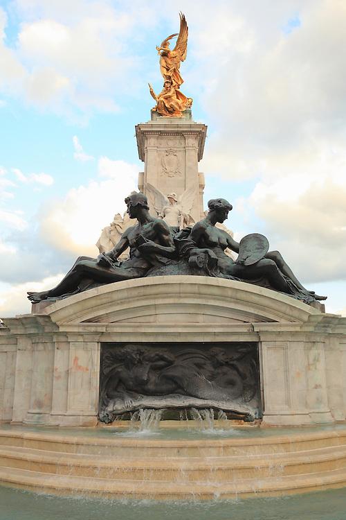 Victoria Monument Buckingham Palace - Westminster, UK
