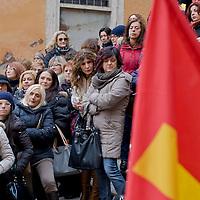 Protesta delle maestre contro il contratto decentrato