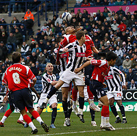 Photo: Steve Bond/Sportsbeat Images.<br /> West Bromwich Albion v Charlton Athletic. Coca Cola Championship. 15/12/2007. Zoltan Gera (centre) in the thick of action in the Charlton penalty area