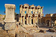 Picture of The library of Celsus. Images of the Roman ruins of Ephasus, Turkey Photos. Stock Picture & Photo art prints .<br /> <br /> If you prefer to buy from our ALAMY PHOTO LIBRARY  Collection visit : https://www.alamy.com/portfolio/paul-williams-funkystock/ephesus-celsus-library-turkey.html<br /> <br /> Visit our TURKEY PHOTO COLLECTIONS for more photos to download or buy as wall art prints https://funkystock.photoshelter.com/gallery-collection/3f-Pictures-of-Turkey-Turkey-Photos-Images-Fotos/C0000U.hJWkZxAbg