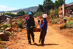 CHIMANIMANI, April 6, 2019  Local residents remove stones from a road after Cyclone Idai brought a mudslide in Ngangu village, Chimanimani, Zimbabwe, April 4, 2019. The Zimbabwean government has reported 299 deaths and 300 people missing in Cyclone Idai. (Credit Image: © Stringer/Xinhua via ZUMA Wire)