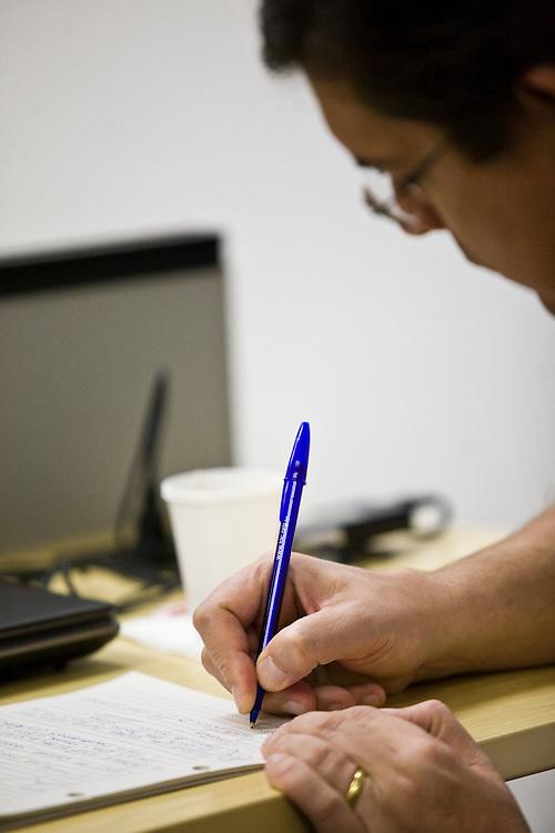 Belo Horizonte_MG, Brasil..Funcionario trabalhando em uma empresa...A man working in the company...Foto: JOAO MARCOS ROSA / NITRO