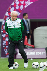 09.06.2012, Stadion Miejski, Poznan, POL, UEFA EURO 2012, Tschechische Republik, Training, im Bild TRENER (COACH) GIOVANNI TRAPATTONI during the during EURO 2012 Trainingssession of Ireland Nationalteam, at the stadium Miejski, Poznan, Poland on 2012/06/09