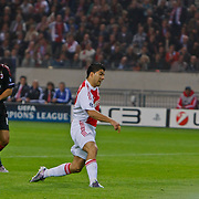 NLD/Amsterdam/20100928 - Champions Leaguewedstrijd Ajax - AC Milan, Luis Suarez schiet tegen de paal