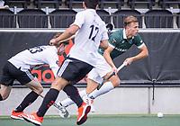 AMSTELVEEN - Thijs van Dam (Rotterdam) met Matthew Dawson (Amsterdam)  tijdens de competitie hoofdklasse hockeywedstrijd heren, Amsterdam -Rotterdam (2-0) .  COPYRIGHT KOEN SUYK