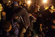 La madrugada del 17 de abril de 2014, alrededor de 800 migrantes centroamericanos, la mayoría de ellos hondureños, abordaron el tren de carga en Tenosique, Tabasco, para viajar por México hacia los Estados Unidos. El tren desenganchó los vagones que llevaban personas, por lo que los siguientes días los migrantes caminaron alrededor de 245 km para llegar a la siguiente ciudad, Villahermosa. (Prometeo Lucero)