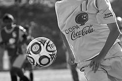Lance da partida entre as equipes do Caxias Olimpico e Projeto CAE, válida pela Copa Coca-Cola, no campo do Complexo Esportivo Zona Norte, em Caxias do Sul. FOTO: Lucas Uebel/Preview.com