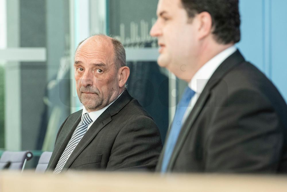 """31 MAR 2020, BERLIN/GERMANY:<br /> Detlef Scheele (L), Vorsitzender des Vorstandes der Bundesagentur für Arbeit, und Hubertus Heil (R), SPD, Bundesarbeitsminister,. waehrend einer Pressekonferenz zum Thema """"Zur Lage am deutschen Arbeitsmarkt"""" waehrend der Corona-Krise, Bundespressekonferenz<br /> IMAGE: 20200331-01-010<br /> KEYWORDS: BPK"""