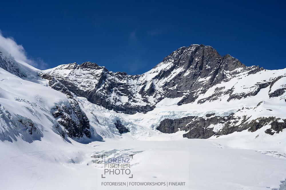 Der Gletscher Ischmeer mit dem Gipfel des Eigers im Hintergrund, Grindelwald, Berner Oberland, Schweiz<br /> <br /> The glacier Ischmeer with the summit of the Eiger in the background, Grindelwald, Bernese Oberland, Switzerland