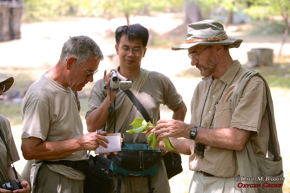 Dr Dittus Teaching Botany To Sandy & Quint