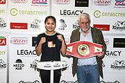 Boxen: Universum Fightnicht, Waage, 13.11.2020<br /> Fai Phannarai (Boxen im Norden) und Promoter Thomas Nissen<br /> © Torsten Helmke