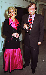 PENNY, VISCOUNTESS COBHAM and MR DAVID MELLOR, at a dinner in London on 1st February 1999.MNS 23
