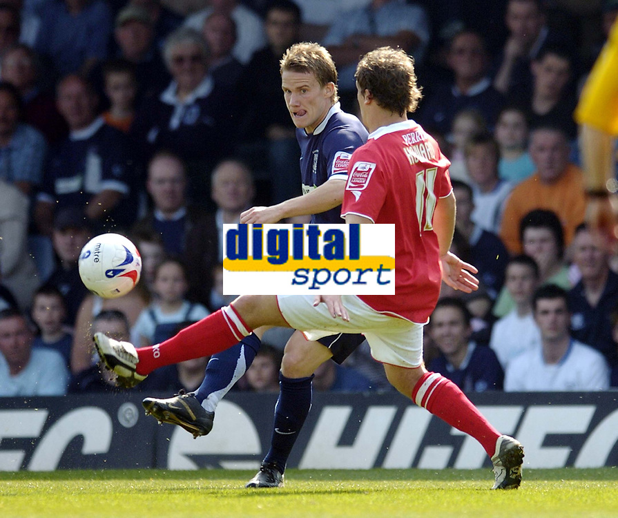 Photo: Olly Greenwood.<br />Southend United v Barnsley. Coca Cola Championship. 14/04/2007. Southend's Richie Foran and Barnsley's Brian Howard