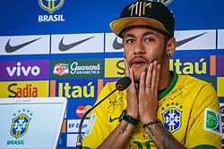 O atacante Neymar se emociona em entrevista coletiva na volta ao centro de treinamento da seleção brasileira na Granja Comary, na região serrana do Rio de Janeiro,  onde a equipe faz a preparação para a disputa do terceiro lugar da Copa do Mundo 2014. FOTO: Jefferson Bernardes/ Agência Preview
