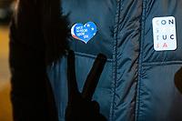 Bialystok, 23.01.2020. Pikieta przed Sadem Okregowym w obronie niezawislosci polskich sedziow pod haslem KNEBLOWANIE SADOW = ROZWOD Z EUROPA zorganizowana przez podlaski KOD. Dzialania te maja zwrocic uwage opinii publicznej na dzialania Ministerstwa Sprawiedliwosci szykanujace niektorych sedziow za wydane przez nich orzeczenia oraz wypowiedzi N/z znak zwyciestwa, cien na kurtce fot Michal Kosc / AGENCJA WSCHOD