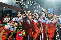 BHUBANESWAR (INDIA) - Oranje maakt een selfie   na kwartfinale tussen India en Nederland (1-2) bij het WK Hockey heren.   COPYRIGHT KOEN SUYK