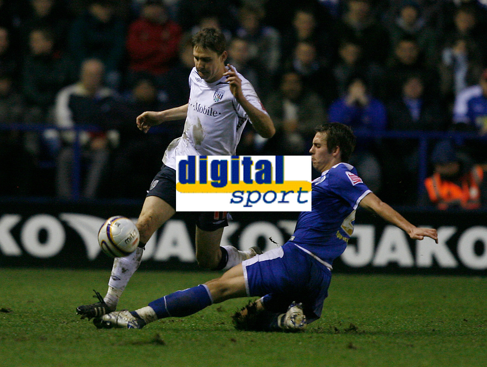 Photo: Steve Bond/Sportsbeat Images.<br />Leicester City v West Bromwich Albion. Coca Cola Championship. 08/12/2007. Zoltan Gera (L) is tackled by Joe Mattock (R)