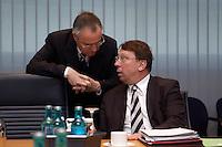 09 JAN 2005, BERLIN/GERMANY:<br /> Hans Eichel (L), SPD, Bundesfinanzminister, und Klaus Uwe Benneter (R), SPD Generalsekretaer, im Gespraech, vor Beginn der Sitzung des SPD Praesidiums zum Auftakt der Klausurtagungen, Willy-Brandt-Haus<br /> IMAGE: 20050109-01-008<br /> KEYWORDS: Präsidium, Gespräch