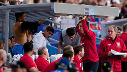 26.05.2012, Ullevaal Stadion, Oslo, NOR, UEFA EURO 2012, Testspiel, Norwegen vs England, im Bild England coach Gary Neville talks to Alex Oxlade-Chamberlain (Arsenal) who is about to come on as a substitute against Norway during the Preparation Game for the UEFA Euro 2012 betweeen Norway and England at the Ullevaal Stadium, Oslo, Norway on 2012/05/26. EXPA Pictures © 2012, PhotoCredit: EXPA/ Propagandaphoto/ Vegard Grott..***** ATTENTION - OUT OF ENG, GBR, UK *****