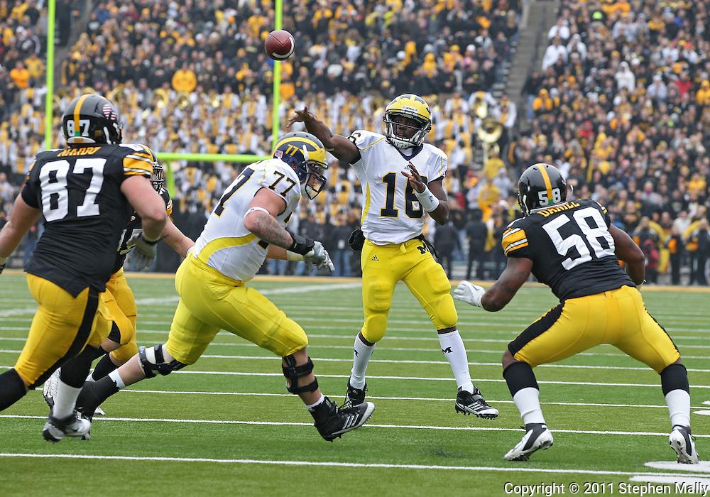 November 05, 2011: Michigan Wolverines quarterback Denard Robinson (16) passes the ball during the second half of the NCAA football game between the Michigan Wolverines and the Iowa Hawkeyes at Kinnick Stadium in Iowa City, Iowa on Saturday, November 5, 2011. Iowa defeated Michigan 24-16.