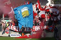 Fotball - tippeligaen Rosenborg - Lyn 0-1<br /> illustrasjon, supportere, bengalske lys<br /> <br /> Foto: Carl-Erik Eriksson, Digitalsport