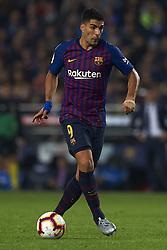 October 20, 2018 - Barcelona, Catalonia, Spain - Luis Suarez controls the ball during the week 9 of La Liga match between FC Barcelona and Sevilla FC at Camp Nou Stadium in Barcelona, Spain on October 20, 2018. (Credit Image: © Jose Breton/NurPhoto via ZUMA Press)
