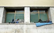 © Filippo Alfero<br /> I migranti tunisini a Ventimiglia, manifestazione antirazzista e il centro di accoglienza allestito per l'emergenza<br /> Ventimiglia (IM), 02,03/04/2011<br /> cronaca<br /> Nella foto: due migranti si riposano fuori dalla stazione