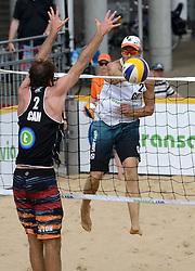 16-07-2014 NED: FIVB Grand Slam Beach Volleybal, Apeldoorn<br /> Poule fase groep A mannen - Ben Saxton (2) CAN, Stefan Windscheif (2) GER