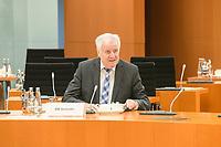 02 SEP 2020, BERLIN/GERMANY:<br /> Horst Seehofer, CSU, Bundesinnenminister, vor Beginn einer SItzung des Kabinetts im grossen Sitzungssaal, der aufgrund der Corona-Vorgaben fuer die Kabinettsitzung genutzt wird, Budneskanzleramt<br /> IMAGE: 20200902-01-001<br /> KEYWORDS: Sitzung, Kabinett