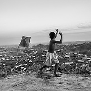 A boy is playing with a handmade kite above the Twangkhali camp. Since the end of august 2017, the beginning of the crisis, more than 600,000 Rohingyas have fled Myanmar to seek refuge in Bangladesh. Cox's Bazar - 3 november 2017.<br /> Un garçon joue avec un cerf-volant fait main sur les hauteurs du amp de Twangkhali. Depuis le début de la crise, fin août 2017, plus de 600000 Rohingyas ont fuit la Birmanie pour trouver refuge au Bangladesh. Cox's Bazar le 3 novembre 2017.