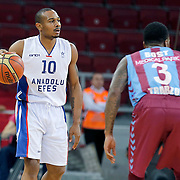 Anadolu Efes's Dontaye Draper (L) during their Turkish Basketball League Play Off Semi Final round 1 match Anadolu Efes between Trabzonspor at Abdi Ipekci Arena in Istanbul Turkey on Friday 29 May 2015. Photo by Aykut AKICI/TURKPIX