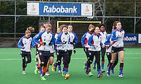 BILTHOVEN - HOCKEY -  Warming up van SCHC met oa Roos Drost, Maike Stöckel, Sabine Mol (r)  voor   de hoofdklasse competitiewedstrijd tussen de dames van SCHC en LAREN (2-2). COPYRIGHT KOEN SUYK