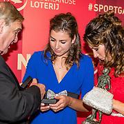 NLD/Amsterdam/20161221 - NOC*NSF Sportgala 2016, lse Paulis en Maaike Head (L) zijn verkozen tot Sportploeg van het Jaar