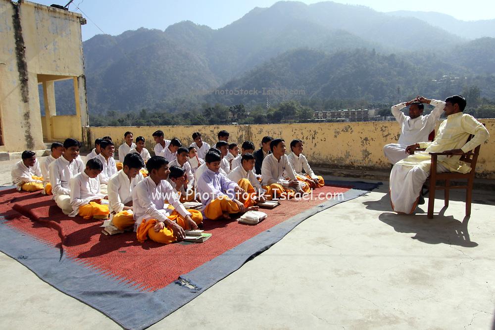 India, Uttarakhand, Rishikesh, Sadhu practitioners of yoga (yogi)