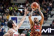 DESCRIZIONE : Varese Lega A 2015-16 <br /> GIOCATORE : Jarrius Jackson<br /> CATEGORIA : Tiro Tre Punti  Composizione<br /> SQUADRA : Umana Reyer Venezia<br /> EVENTO : Campionato Lega A 2015-2016<br /> GARA : Openjobmetis Varese Umana Reyer Venezia<br /> DATA : 10/04/2016<br /> SPORT : Pallacanestro<br /> AUTORE : Agenzia Ciamillo-Castoria/M.Ozbot<br /> Galleria : Lega Basket A 2015-2016 <br /> Fotonotizia: Varese Lega A 2015-16