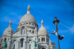 Performance artística em frente a Basílica de Sacré Coeur, Montmartre, Paris. FOTO: Jefferson Bernardes/ Agência Preview