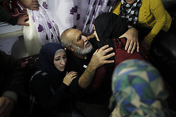 60876254<br /> Released Palestinian prisoner Mahmoud Mohammed Nofal Daajna (C) is welcomed upon his arrival at Shuafat refugee camp in East Jerusalem, Dec. 31, 2013. Israel freed 26 Palestinian prisoners as part of a U.S.-brokered agreement to resume direct peace talks between the two sides, Tuesday, 31st December 2013. Picture by  imago / i-Images<br /> UK ONLY