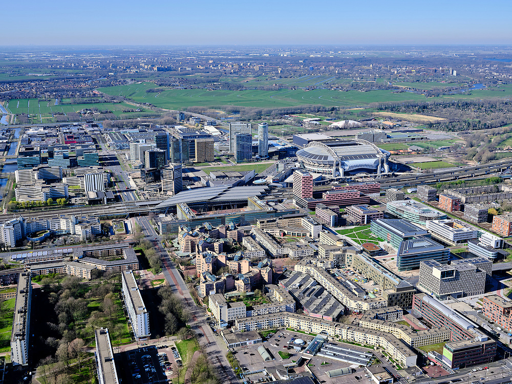 Nederland, Noord-Holland, Amsterdam;  03-23-2020; Amsterdam-Zuidoost, Bijlmer-centrum, H-buurt. Hoogoorddreef, Amsterdamse Poort, Station Bijlmer-ArenA, stadion Johan Cruijf ArenA.<br /> Amsterdam-Zuidoost, Bijlmer-centrum, H-buurt. Hoogoorddreef, Amsterdamse Poort, Station Bijlmer-ArenA, stadion Johan Cruijf ArenA.<br /> <br /> luchtfoto (toeslag op standard tarieven);<br /> aerial photo (additional fee required)<br /> copyright © 2020 foto/photo Siebe Swart